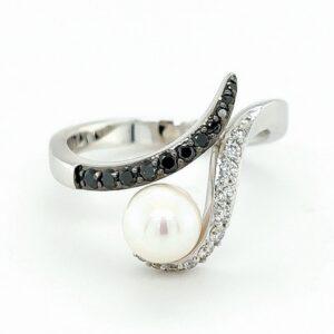 Weißgold Ring Perle schwarze und weiße Diamanten